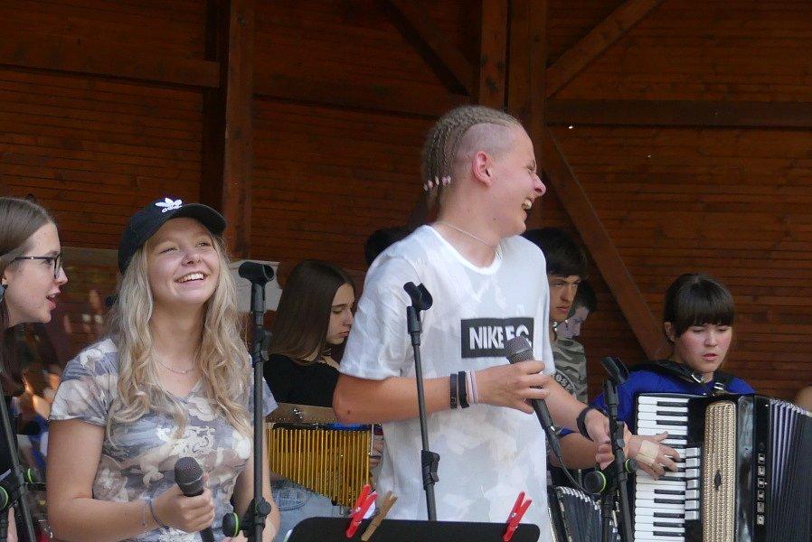 The Smallpeople zahráli v Lesním divadle v Šanově.