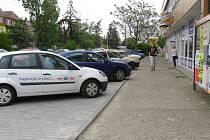 U Falca je více parkovacích míst.