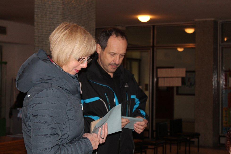 Rakovník - V Rakovníku se volilo v 17 volebních okrscích. Na prezidentské volby 2018 bylo rozdáno více volebních průkazů než na ty předešlé.