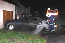 Ford Mondeo v Rynholci někdo úmyslně zapálil. Škody jsou 150 tisíc korun.