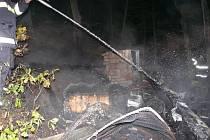 Požár chaty u Roztok