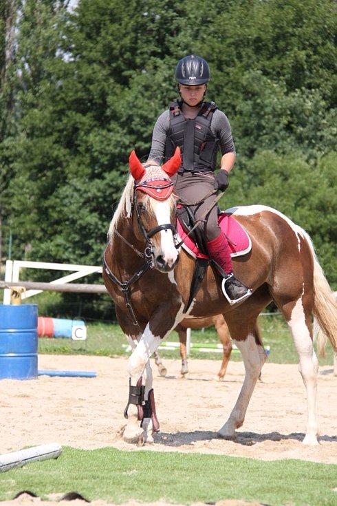 JK Spongilit uspořádal ve Hředlích první turnus tradičního jezdeckého příměstského tábora. Další turnus se uskuteční v srpnu.