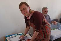 Helena Nedbalová, vedoucí výtvarného kroužku Barvínek v Roztokách u Křivoklátu.