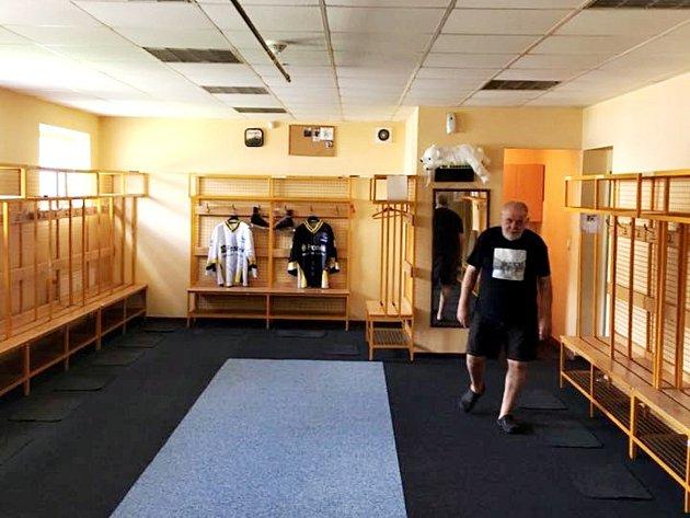 Šatna prvního týmu HC Rakovník prošla rekonstrukcí v červenci. Ostatní šatny to čeká v září.