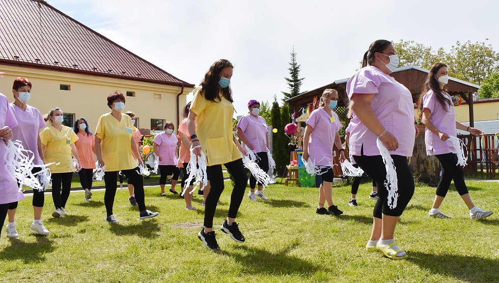 Cirkus Boboland v Domově seniorů v Novém Strašecí.