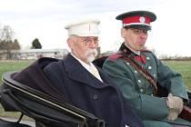 Tomáš Kapsa (vlevo) jako prezident Tomáš Garrigue Masaryk.