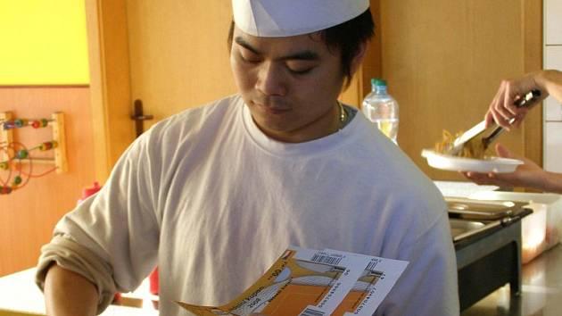 Platit stravenkami lze hlavně v restauracích, ale i v rychlém občerstvaní nebo prodejně potravin.