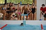 Do Plavecké soutěže měst se přihlásil i rakovnický AqaupRak. O nejlepší čas plavali žáci, studenti i široká veřejnost.