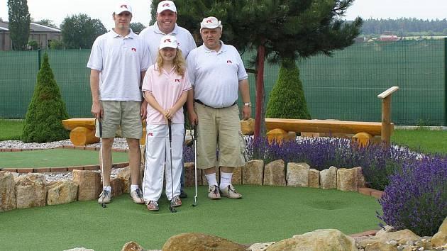 Ještě v úterý krátce před odletem si rakovničtí golfisté zatrénovali na hřišti v Horním Bezděkově.