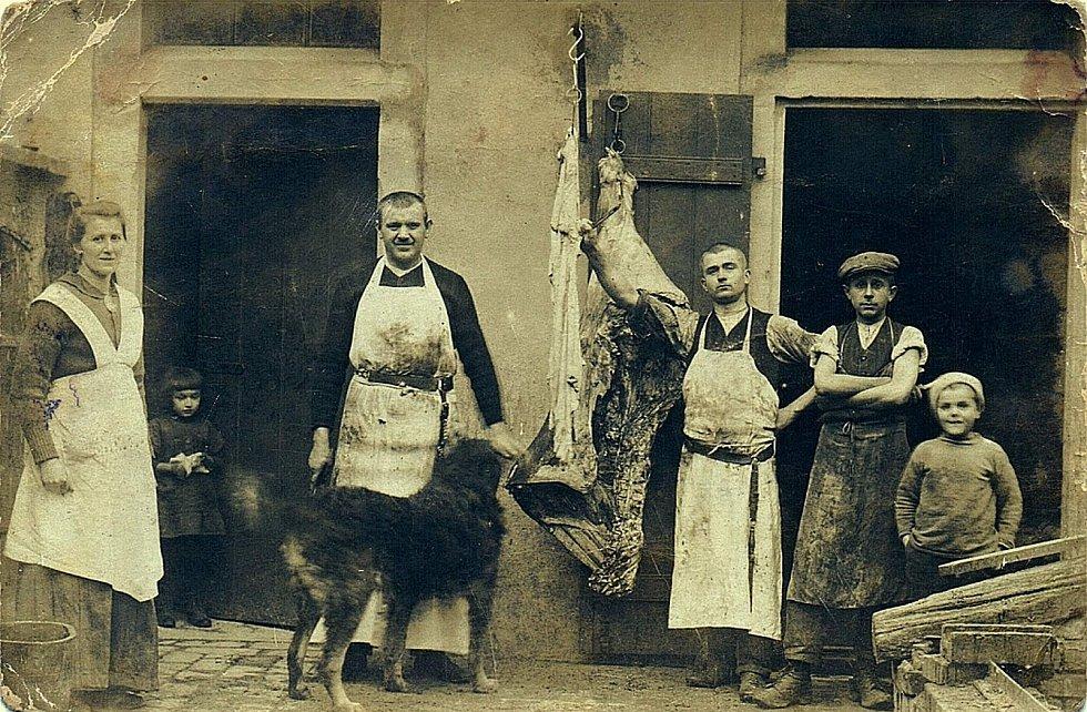 Šanov, rok 1929. Řeznická porážka na gruntu čp. 18.
