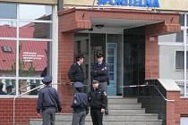 Po oznámení bomby v budově České spořitelny