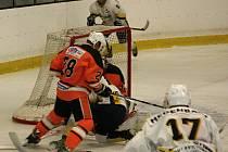 Hokejisté HC Rakovník v úvodním kole krajské ligy zdolali Králův Dvůr 3:2.