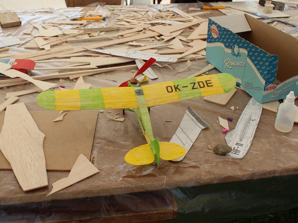 Tábor leteckých modelářů na letišti v Rakovníku