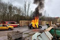 Cvičení novostrašeckých hasičů.