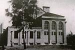 Sokolovna od západu kolem roku 1930.