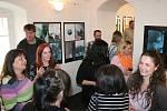 Slavnostní vernisáž v Galerii Samson Cafeé v Rakovníku. Výstava Já chci taky bude k vidění do 21. června.