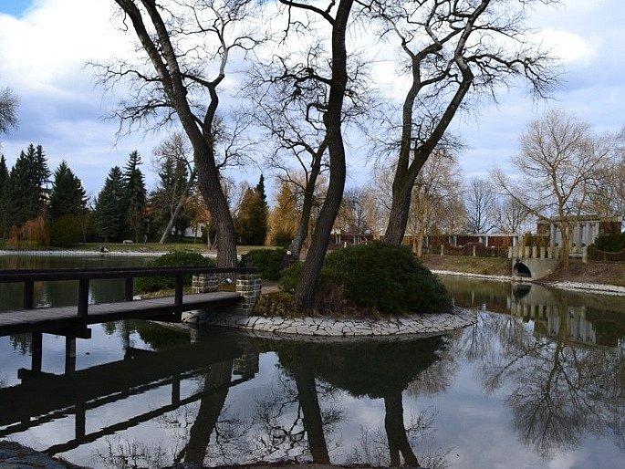 Procházka zámeckým parkem v Lánech.