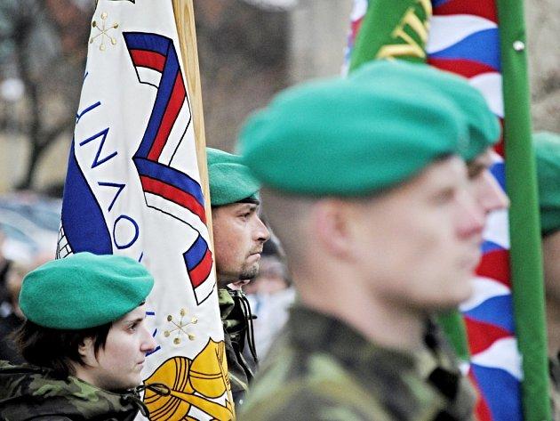 11. listopadu 2013 od 11 hodin se uskutečnil na Husově náměstí v Rakovníku poslední slavnostní nástup vojáků z místní posádky.