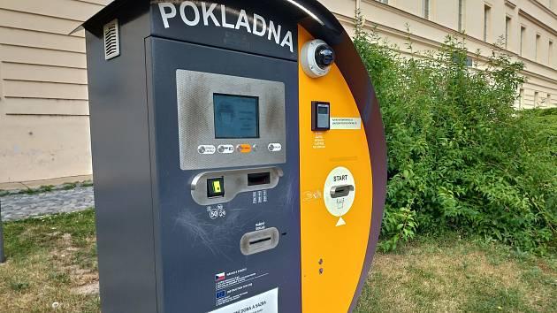 Pokladna - parkovací systém v Rakovníku na Husově náměstí.