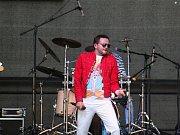 Na nádvoří krušovického pivovaru zahrála kapela Pilsen Queen tribute band. Poté následovala projekce filmu Bohemian Rhapsody.