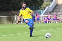 SK Rakovník (ve žlutém) v přípravě přehrál doma v létě 2020 SK Kladno 2:0. Domácí Michal Rendla za Kladno kdysi začínal.