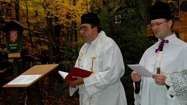 Děkan Ján Petrovič posvětil nový kříž