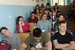Dvanáctá vědecká chemická konference na rakovnickém gymnáziu byla na téma Chemie, feromony a láska.