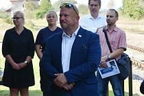 Miroslav Samaš (v popředí) na postu poslance končí.