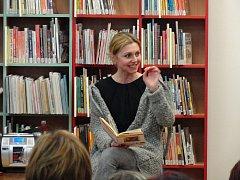 Příběh Listování z otevřené pěsti - Právě takový nabídl první únorový podvečer v rakovnické městské knihovně v rámci dalšího pokračování literárního Listování, který napsala francouzská spisovatelka Anna Gavalda.