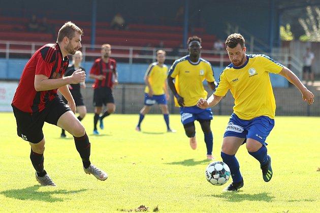 Marek Hejda (ve žlutém) je jedním zhráčů, na které SK Rakovník vČFL hodně spoléhá.