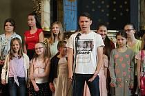 Jarní koncert 2. základní školy v Heroldově síni Rabasovy galerie.