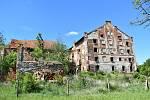 Zámeckou budovu, která v průběhu staletí měnila svůj účel, půjde zachránit jen stěží. Jen na její zajištění je podle statika zapotřebí zhruba deset milionů korun.