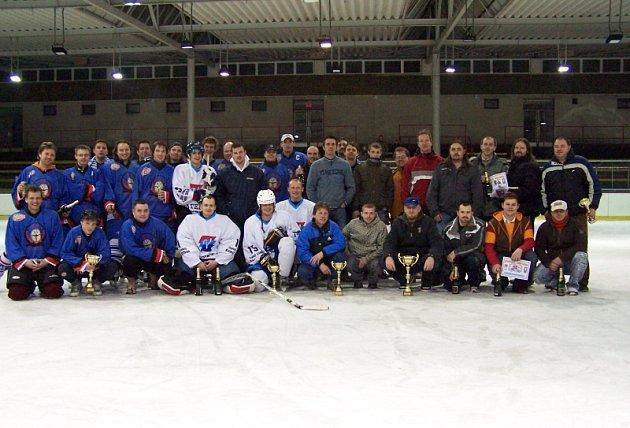 Společné foto všech zúčastněných.