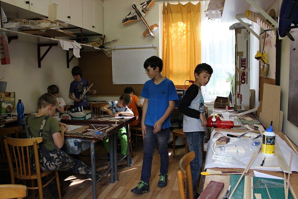 V minulém školním roce se na kroužku scházelo kolem deseti kluků. Letos kroužek začíná 18. září.