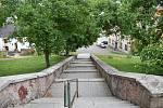 Úpravou by mělo v Čisté projít i schodiště ke škole.