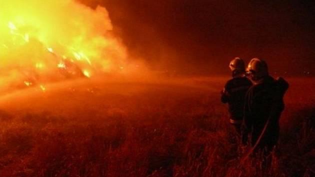 Požár stohu slámy u Kněževsi