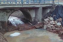 V obci Hořesedly dělají rozsáhlou opravu koryta Hájevského potoka.