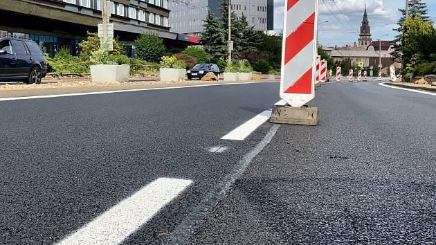 Nová silnice a chodník zpřístupní Komínské louky a tamní stadion