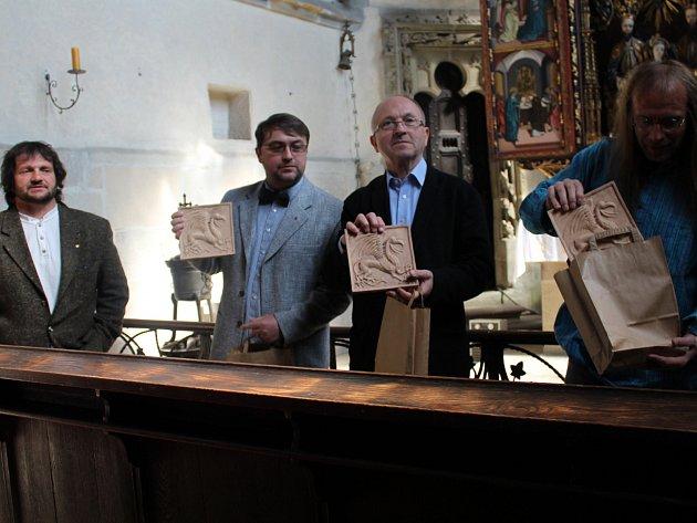 V Hradní kapli se sešli s návštěvníky Kasteláni Karlštejna