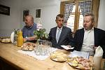 Předseda vlády České republiky Andrej Babiš a ministři životního prostředí, zemědělství a dopravy navštívili ve středu 17. července Rakovnicko, aby se seznámili s opatřeními pro zmírnění dopadů sucha.