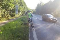 Cyklista, který pravděpodobně způsobil dopravní nehodu, z místa ujel. Policisté nyní po něm pátrají.