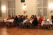 Na sále Kulturního domu v Malinové tančili nejen hasiči pod taktovkou hudební kapely MK Band.