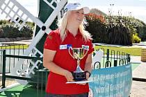 Olivia Prokopová s trofejí mistryně světa.