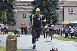 Netradiční hasičské závody v Krupé.