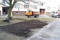 Úprava ploch v Křivoklátském sídlišti po starých betonech