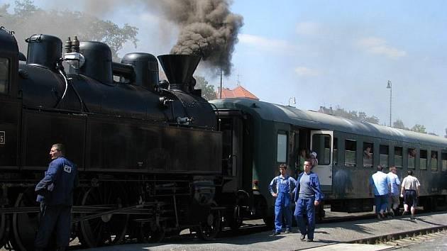 Parní vlak přijel do Rakovníka.