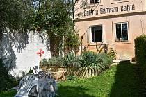 V roce 2020 se revitalizovala zahrádka před galerií Samson Cafeé, v roce 2021 se v historickém objektu vymění okna.