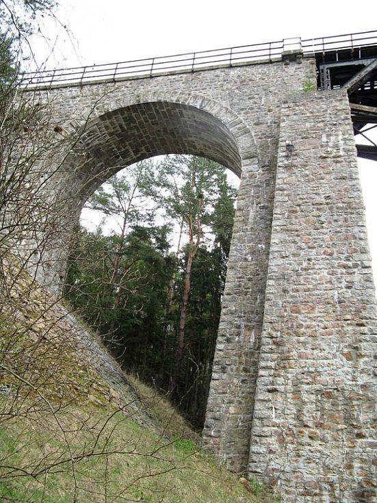 Most u Strachovic je významnou technickou památkou Středočeského kraje