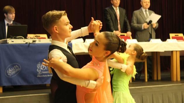 Nejen děti a junioři tančili na 38. ročníku postupové soutěže Nezbedný Bakalář 2018, Memoriál dr. Václava Černého. V tanci se tu utkalo přes sto tanečních párů.