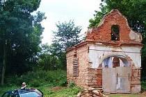 Kaplička ve Zderazi během oprav v letošním létě